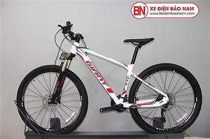 Xe đạp Giant XTC 800 màu trắng xám